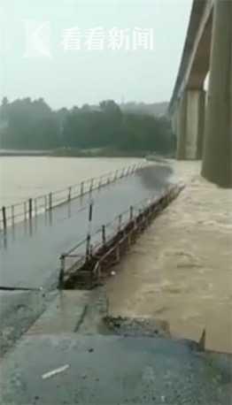 杏悦:家杏悦界暴雨普降澧水陡涨200米施工便桥被图片