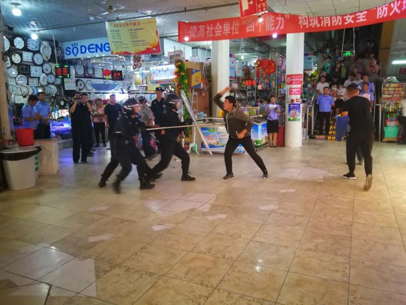 内蒙古赤峰市喀喇沁旗公安局举行人员密集场所反恐防范培训演练活动