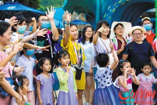 暑期,珠海长隆海洋王国吸引了不少亲子游客