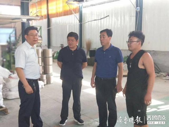惠民县总工会主席赵永晖到辛店镇企业进行环保巡查