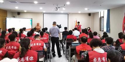 烟台阳光爱心服务队授旗仪式在胶东半岛口腔医院举行