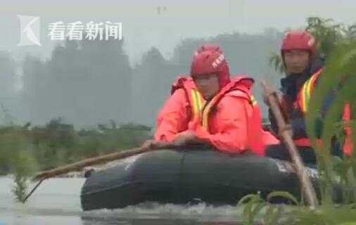 【杏悦】徽阜南村民急需就杏悦医消防员冲锋图片
