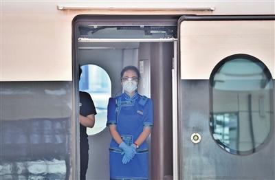 7月24日上午9时46分,首列乌兰察布至北京高铁从乌兰察布站出发,经过两个小时抵达北京清河站。这是继去年12月30日,从呼和浩特市首发进京高铁之后,首次从乌兰察布市出发进京的高铁。