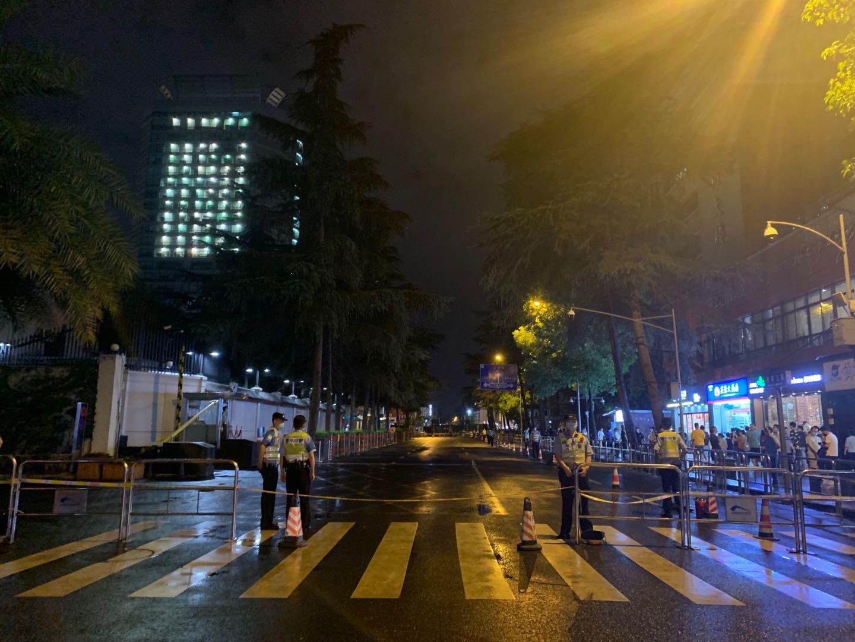 7月25日晚,关闭的成都领事馆路