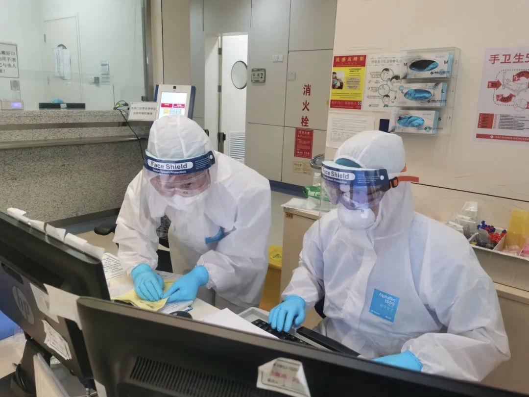 香港大学深圳医院员工在发烧门诊事情。