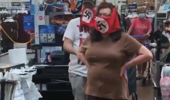 美国夫妇戴纳粹口罩抗议:社会主义要来美国了