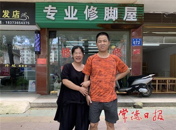 临澧热心夫妻6年帮千名老人义务修脚