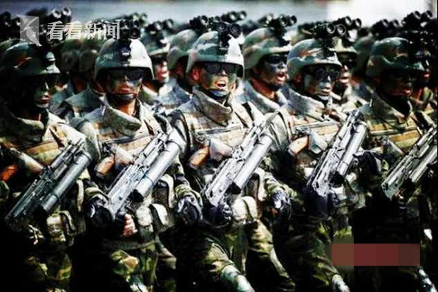 """朝鲜特种部队功臣胸前别着""""白头山""""手枪"""