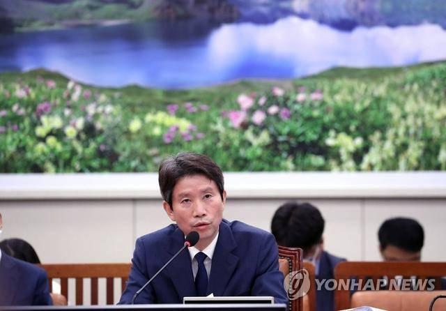 韩媒:文在寅任命李仁荣为韩国统一部长官