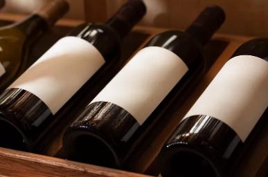 买了6瓶进口红葡萄酒,却没有贴中文标签,男子要求退一赔十!法院:支持!