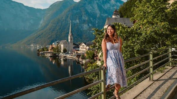 克里斯蒂娜·关在哈尔施塔特,这里吸引了众多游客,包括许多中国游客