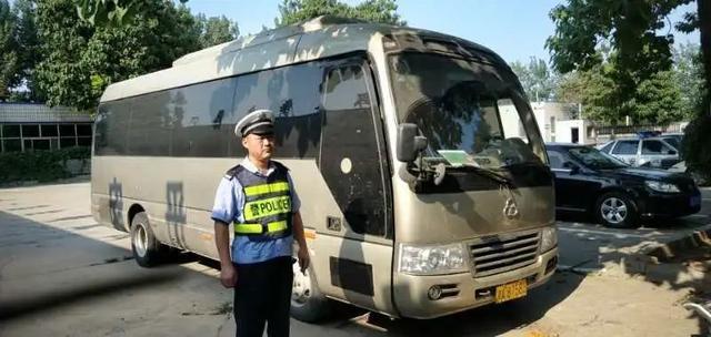 """""""两个乘客 一个危险 一个货物""""被严重非法暴露 西安县交通警察大队由该部调查和监督车辆"""