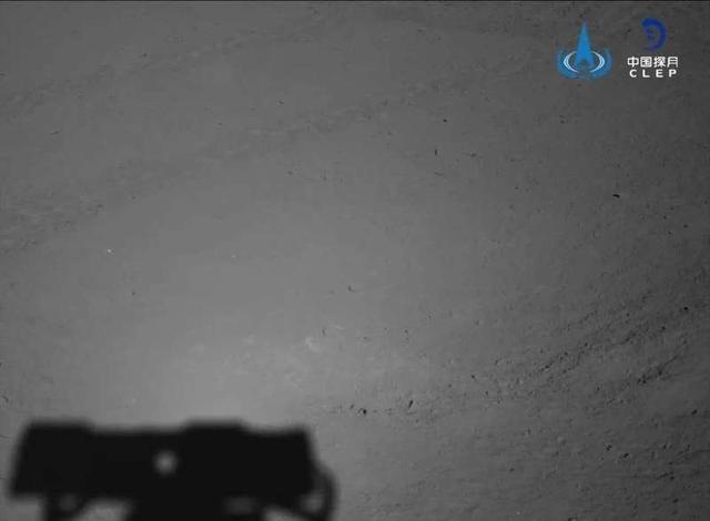 """嫦娥四号""""再入梦乡"""",玉兔二号累计行驶里程破490米"""