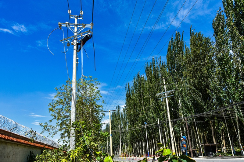 """新疆墨玉县""""煤改电""""配套电网工程让民心更暖 让天空更蓝"""