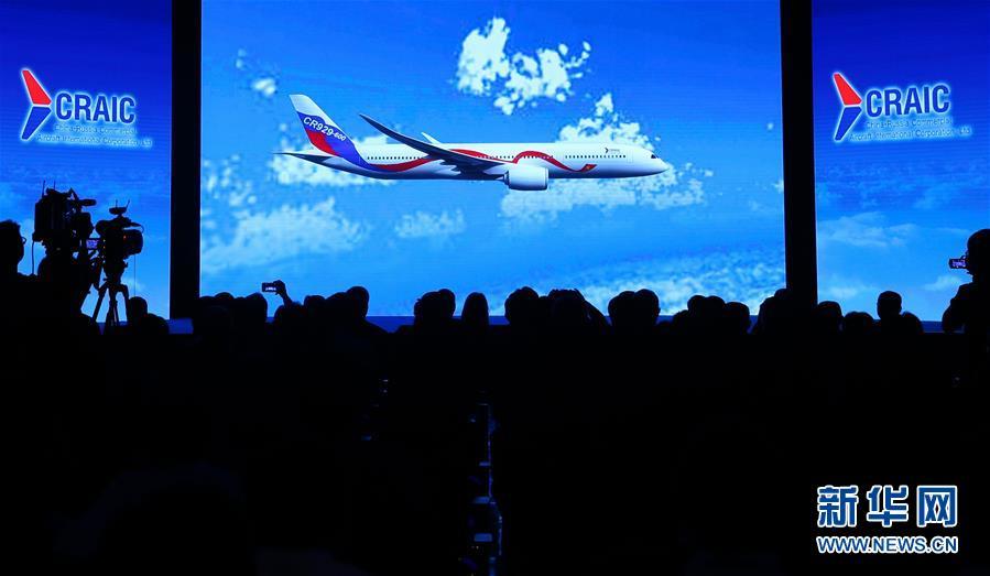 2017年9月29日,在中国上海,中俄国际商用飞机有限责任公司(CRAIC)宣布,中俄联合远程宽体客机正式命名为CR929。新华社记者 丁汀 摄