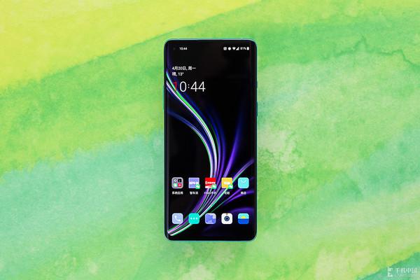"""还在等""""小屏手机""""?一加8告诉你大屏和好手感如何兼得"""