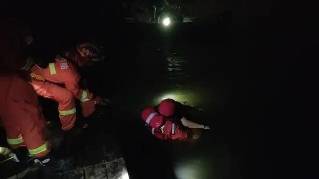 小伙凌晨跳进水里游泳,不幸溺亡!岸边散落着10多个空啤酒罐