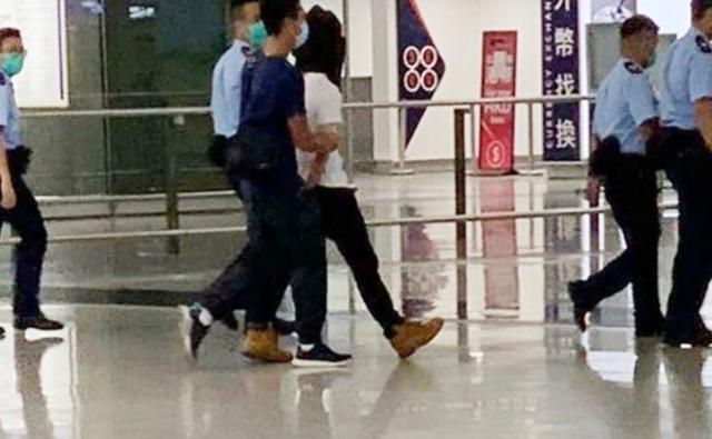 涉嫌用利器刺伤警员的香港男子在机场被警方拘捕