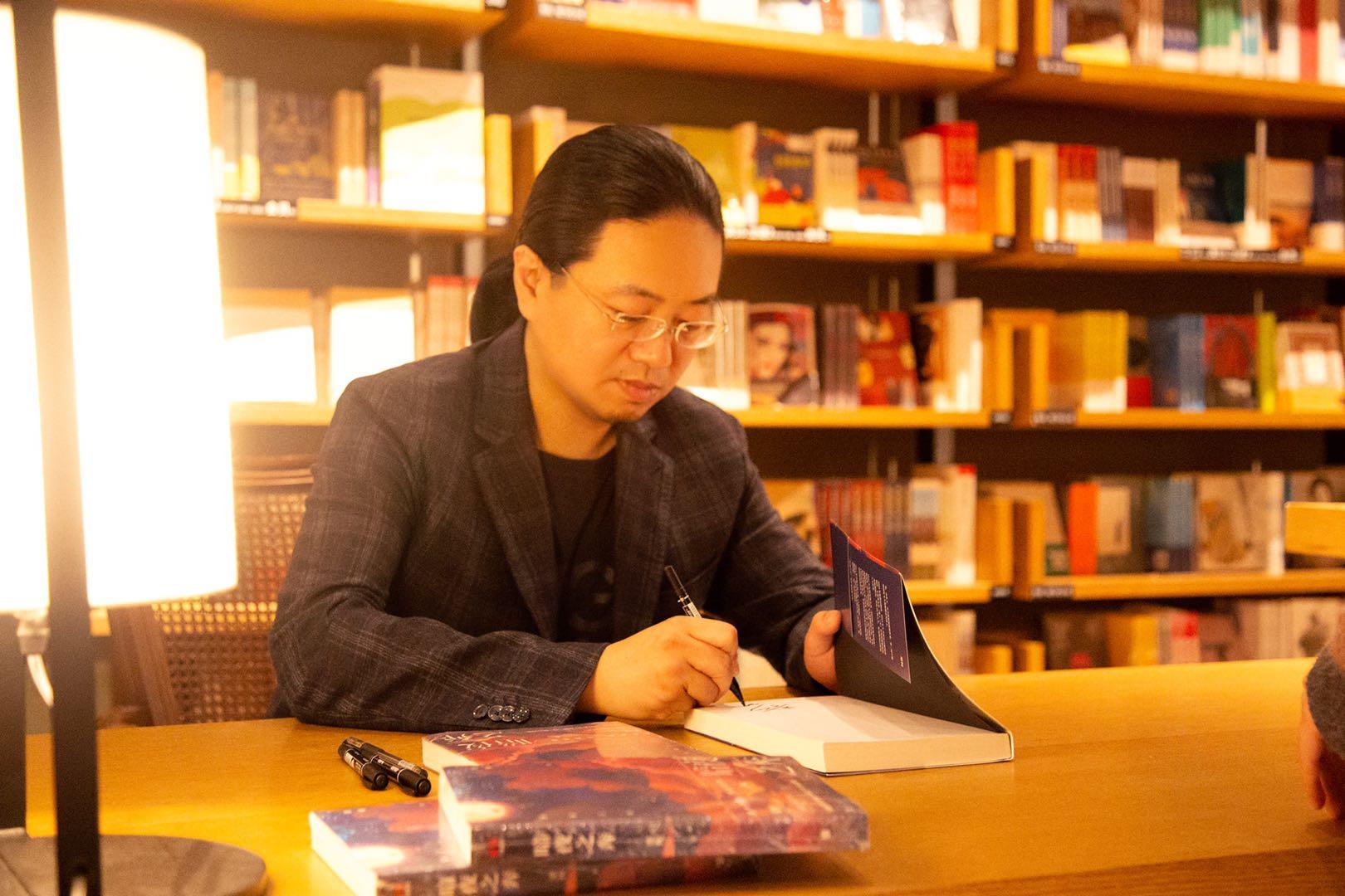 梁柯:类型小说的创作,是为读者定制梦境