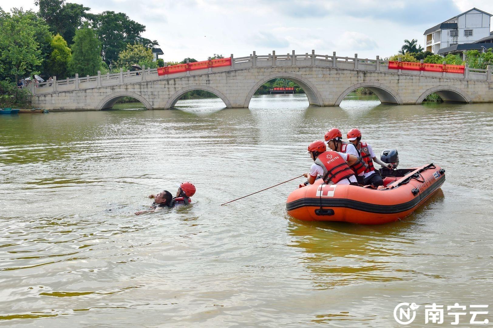西乡塘区红十字会开展水上应急救援演练 提高突发事件应对能力
