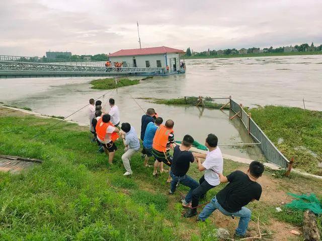 险情就是命令!安陆供水人抗洪抢险保泵船保安全供水