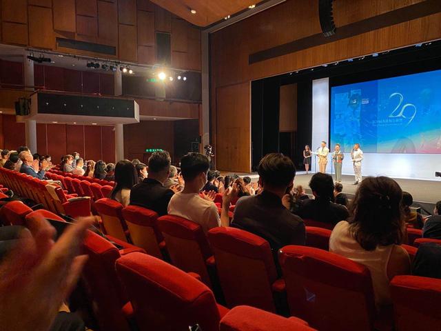 《死人的手机》获香港舞台剧奖四项提名,叶童唐贝诗舞台秀见成果