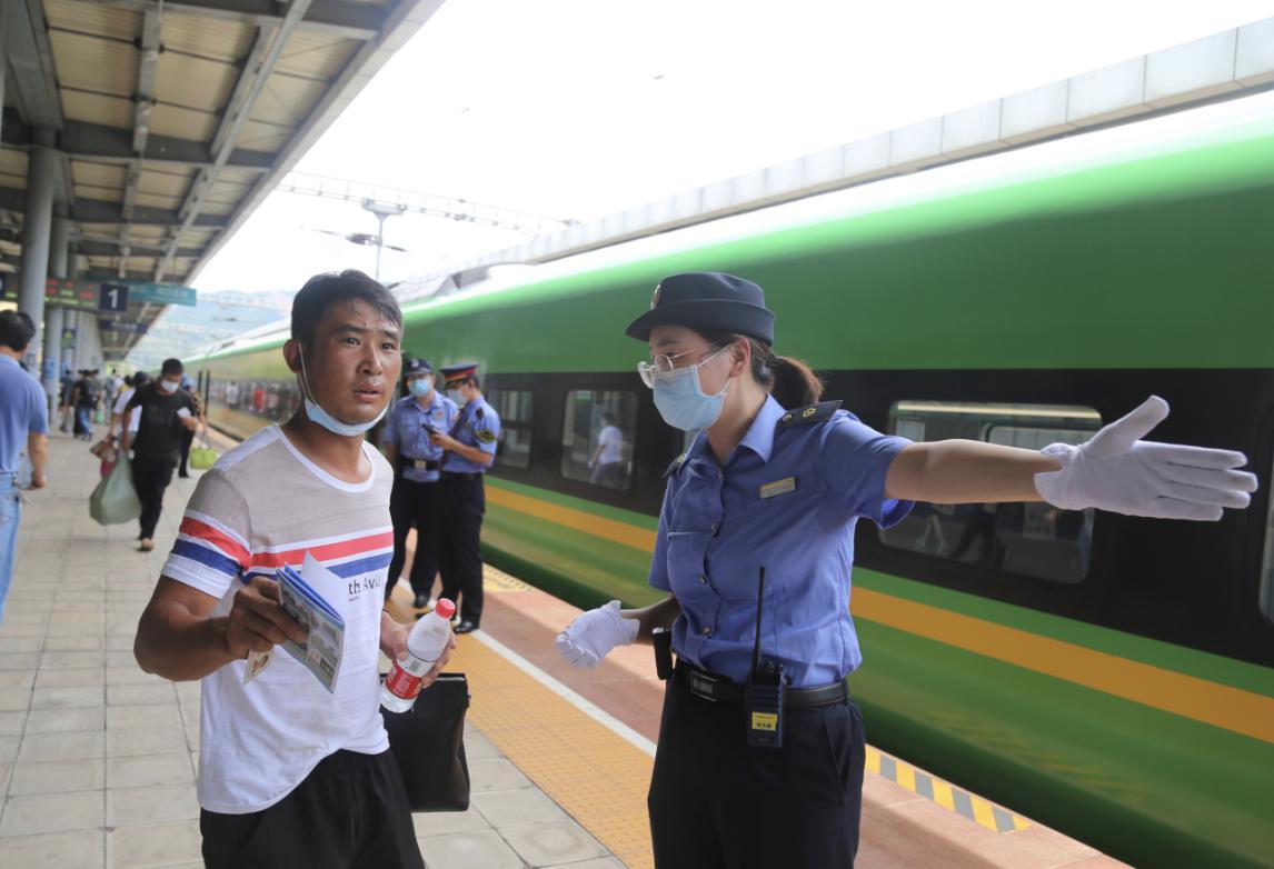 云南铁路暑运开启 预计发送旅客1018万人次