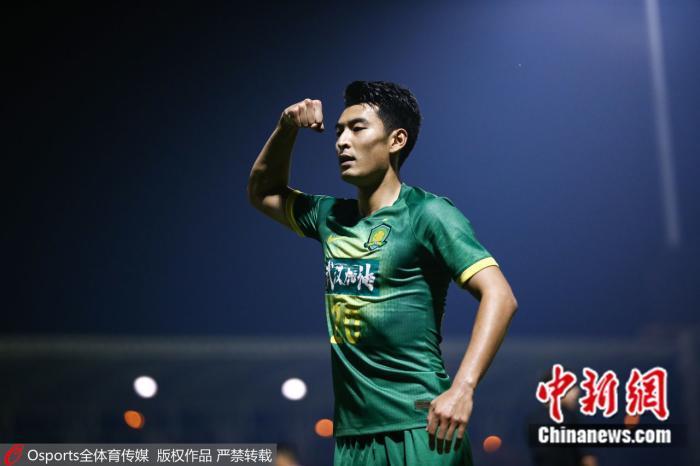 本赛季,只有上海上港和北京国安两家中超球队在亚冠比赛中有过亮相。资料图:王子铭在比赛中庆祝进球。图片来源:Osports全体育图片社