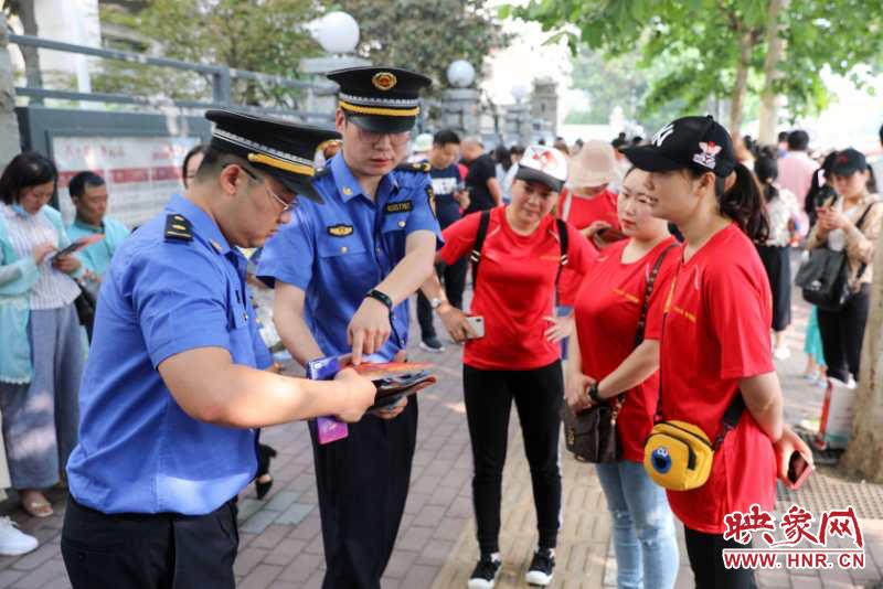 郑州市城管局开展高考考区周边综合整治 为高考考生保驾护航