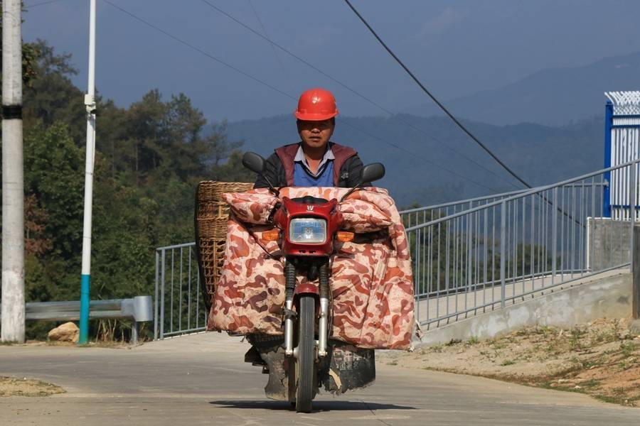 云南龙陵:一个正被农村道路改变的边境县