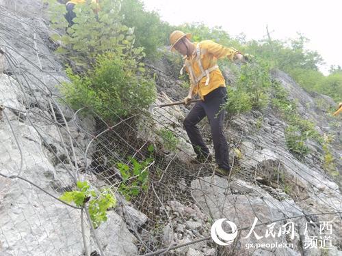 桂林工务段发挥合力共保铁路运输安全