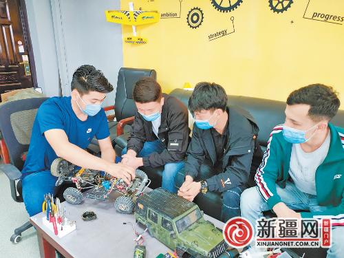 乌职大学生研发电动车辆自适应供电装置获国家专利