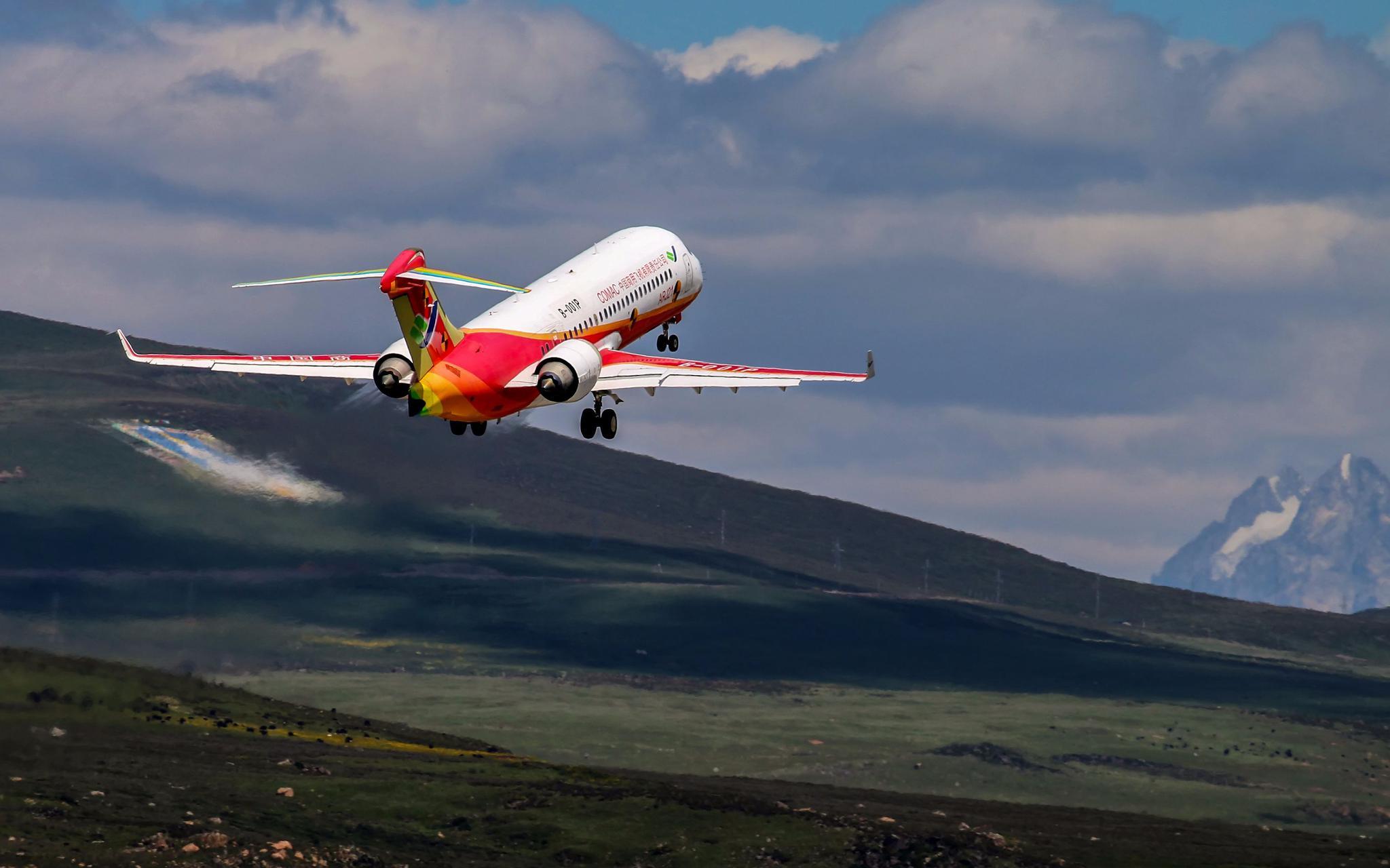 ARJ21飞机在全球海拔最高民用机场完成专项试验试飞图片