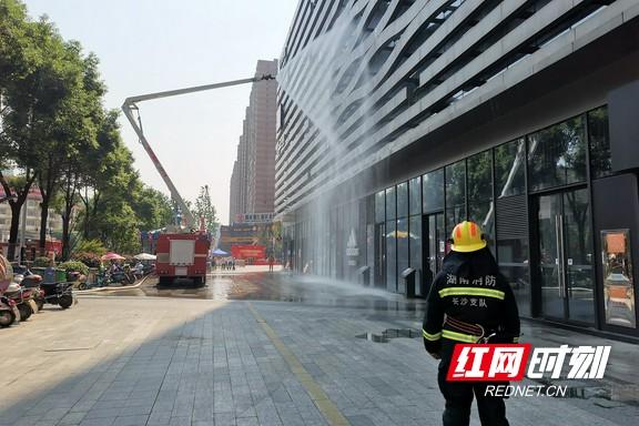 """电影院""""着火""""怎么办?长沙望城举行城市商业综合体消防演练"""