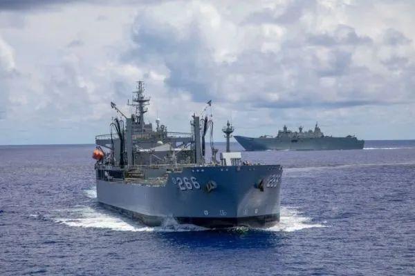 ▲澳大利亚军舰同美日两国军舰共同进行演习。(澳大利亚广播公司网站)