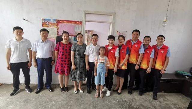"""潍坊市扶贫志愿者协会第一所""""希望小屋""""落成"""