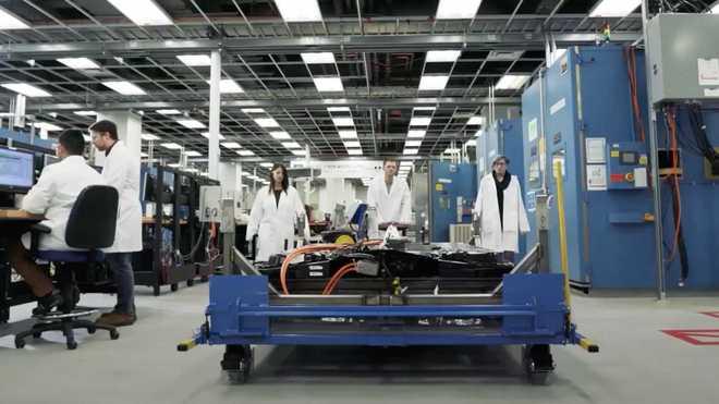 纯电动悍马预告图曝光 续航超640km/2021年上市