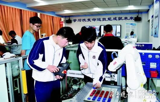 济南电子机械工程学校于:年建成大型实训