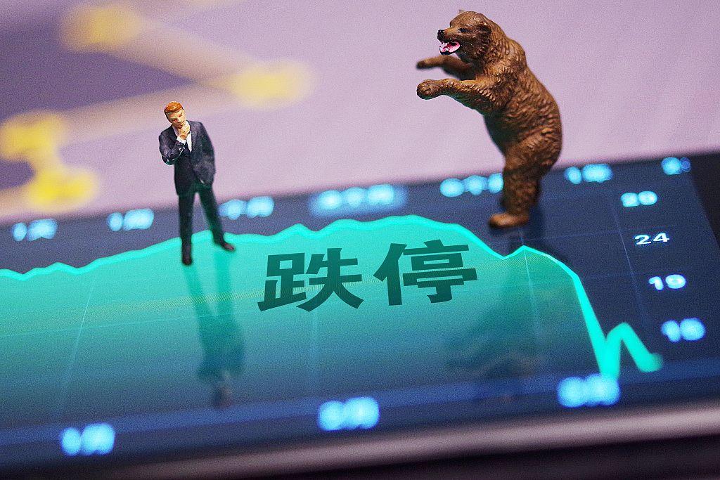 7天6板后宣亚国际跌停 被指蹭热点同时股东减持