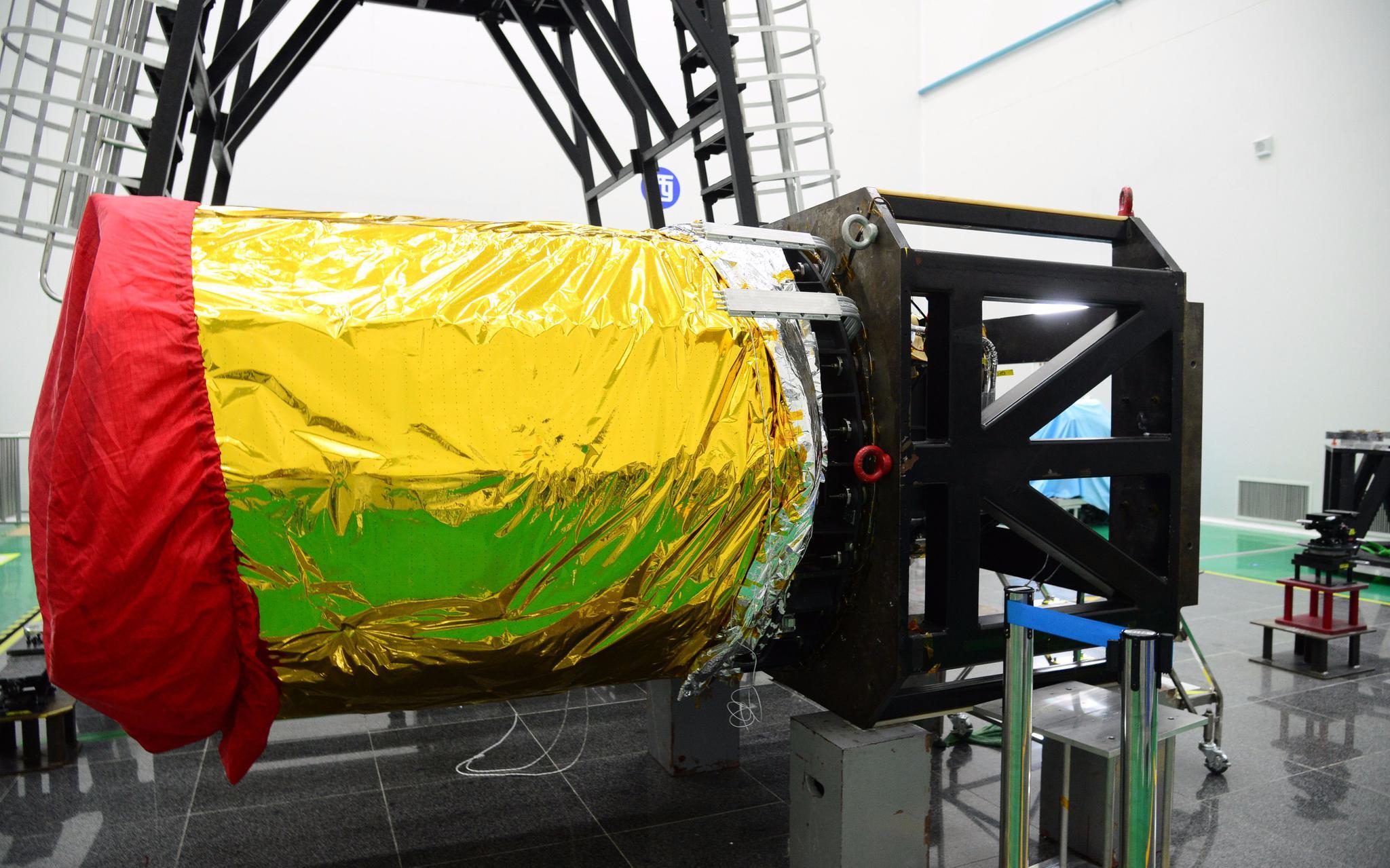 高分多模卫星上搭载的大口径、长焦距高辨别率相机。图/航天科技团体五院