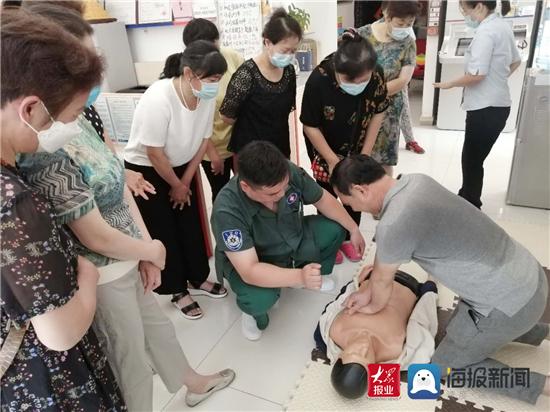 淄博市第七医院为浦发银行职员进行急救技能培训