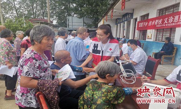 驻马店开发区红十字会组织开展送医下乡义诊活动