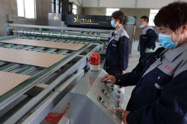 挽回疫情损失 马坨子村建起纸箱厂