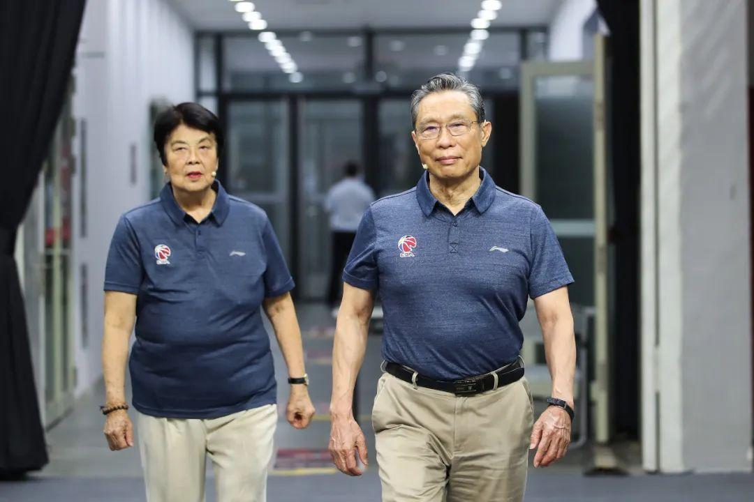 钟南山院士及夫人李少芬。图源:视觉中国