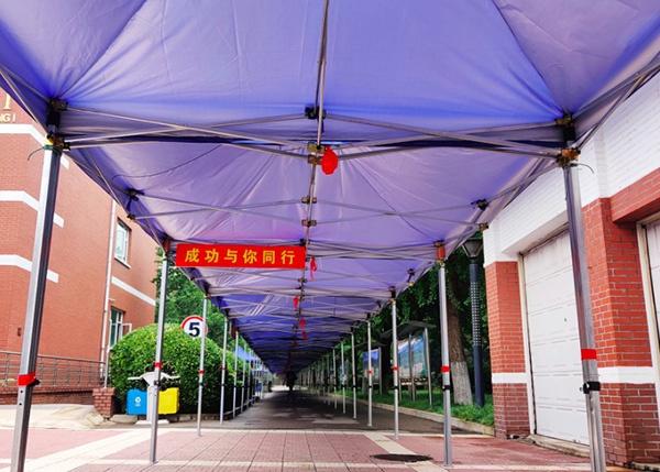 北京十二中考点新建好的雨廊。