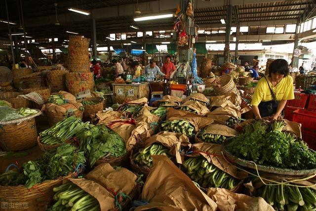 北京:共清运新发地市场内肉类、水产、豆制品等危废物品782.74吨,清运水果蔬菜1.6万余吨