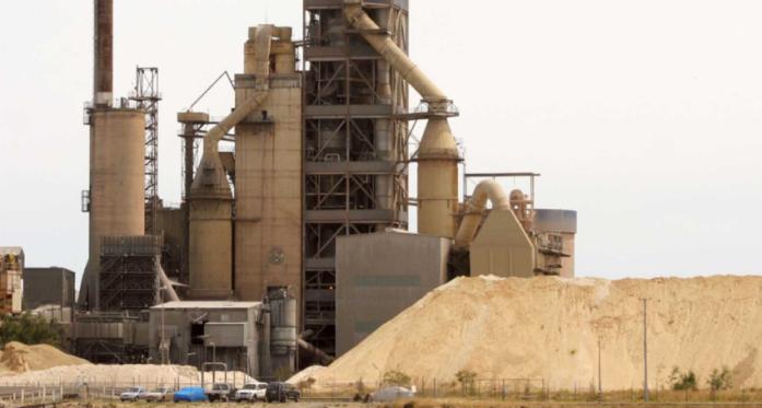 建材巨头ABC石灰供应重大合同未能续约 股价一度暴跌近30%
