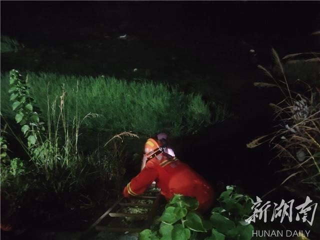 资兴消防成功营救一名不慎坠河儿童