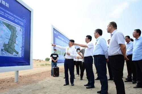 内蒙古自治区副主席李秉荣视察中国乳业产业园西部中心奶源基地
