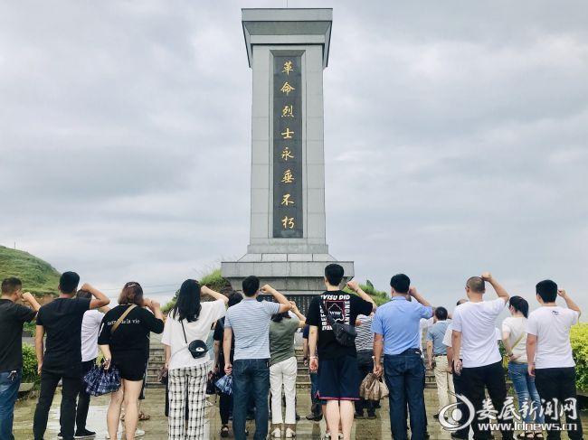 万宝新区第一党支部组织开展红色革命传统教育